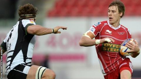 Liam Williams on the attack