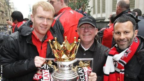 Paul Scholes, Sir Alex Ferguson and Ryan Giggs celebrate winning the 2012-13 Premier League title