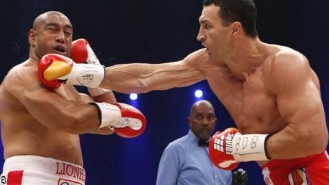 Wladimir Klitschko lands on Alex Leapai