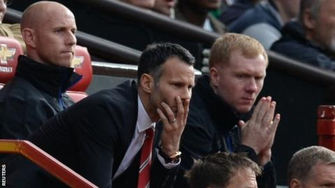 Nicky Butt (l), Ryan Giggs and Paul Scholes