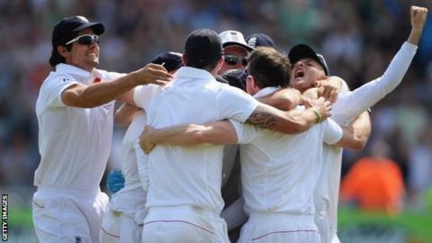 England Test team celebrates