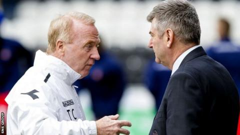 Tommy Craig in discussion with St Mirren chairman Tommy Gilmour