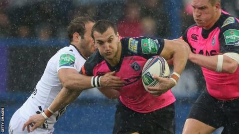 Sam Warburton on the attack for Cardiff Blues