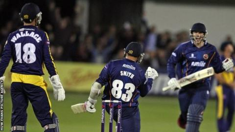 Essex players celebrate victory over Glamorgan