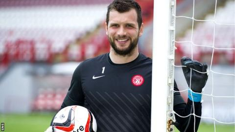Kevin Cuthbert has signed for Raith Rovers