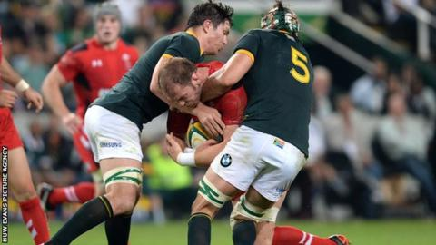 Alun Wyn Jones is tackled by South Africa's Francois Louw and Victor Matfield