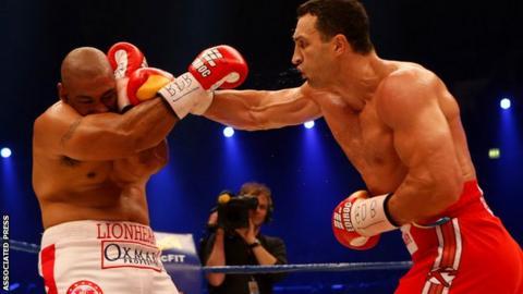 Wladimir Klitschko punches Alex Leapai