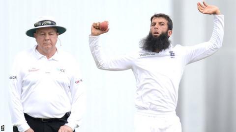 Moeen Ali bowls in Sri Lanka's second innings at Headingley