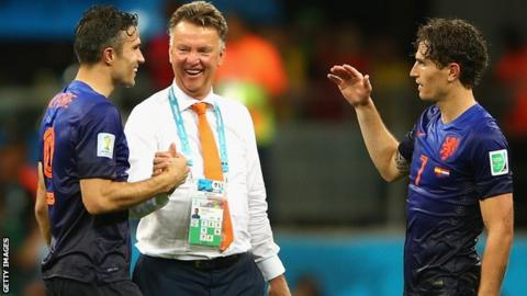 Dutch manager Louis van Gaal with Robin van Persie (left) and Daryl Janmaat