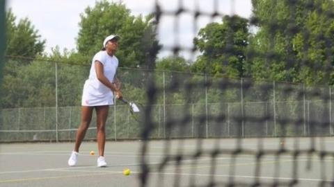 Elizabeth Nyenwe on the tennis court