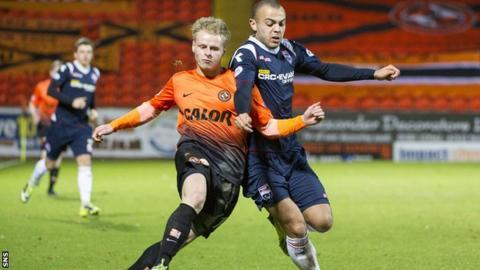 Ben Gordon battled with Gary Mackay-Steven of Dundee United (left)