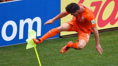 Klaas Jan Huntelaar scores last-minute penalty for the Netherlands