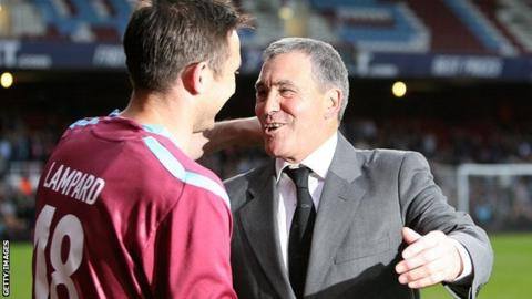Tony Carr greets Frank Lampard at the West Ham academy director's 2010 testimonial