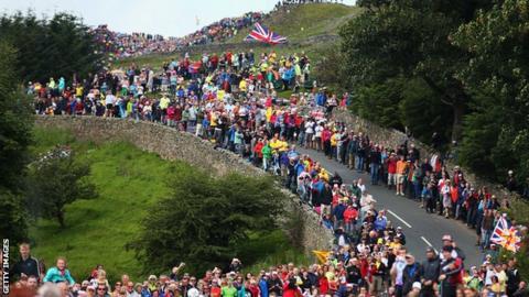Crowds at Grinton Moor