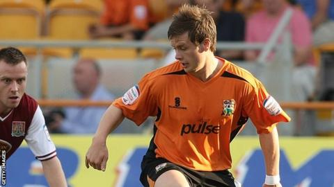Mark Byrne in action for Barnet
