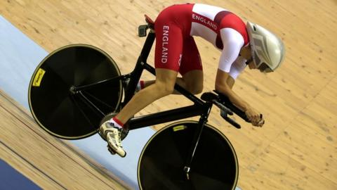 Glasgow 2014: Joanna Rowsell wins individual pursuit gold