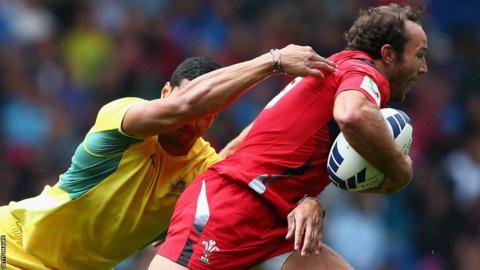 Wales' sevens team were denied a place in the semi-finals of the medal competition by a late Australia comeback at Ibrox.