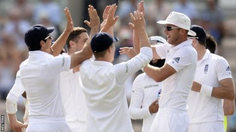 England celebrate after dismissing Murali Vijay