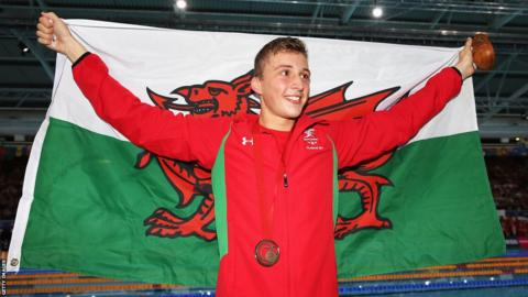 Daniel Jervis came from nowhere in the final 50m of the men's 1500m freestyle final to win bronze.