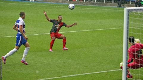 Wayne Routledge scores Swansea City's second goal in their 3-1 pre-season win away to Reading.