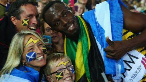 Usain Bolt joins in a 'Commonwelfie'