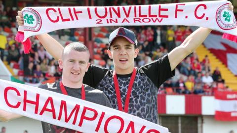 Northern Ireland's Commonwealth Games gold medallists, boxers Paddy Barnes and Michael Conlan, were guests at Cliftonville's game against Glentoran