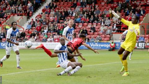 Wrexham bounced back following a midweek home defeat against Gateshead with a 1-0 win over Nuneaton at the Racecourse.