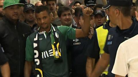 Nani arrives back in Lisbon