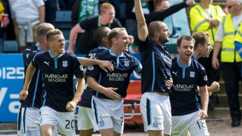 James McPake (third right) celebrates after giving Dundee the lead in the opening minute.