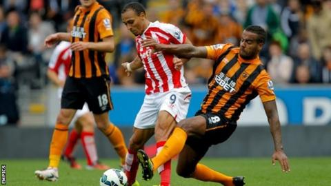 Stoke City winger Peter Odemwingie faces long absence with knee injury