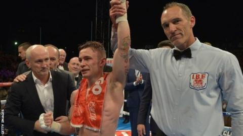 (l-r) Barry McGuigan, Carl Frampton and referee Steve Gray