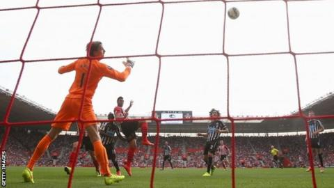 Graziano Pelle of Southampton (19) scores their first goal
