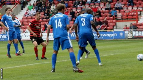 Louis Moult equalises for Wrexham