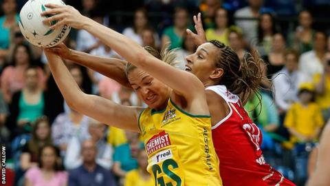 Action from Australia 54-47 England