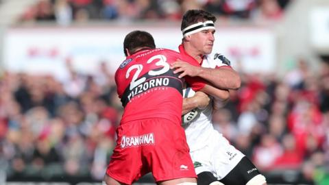 Juan Smith attempts to halt the progress of Robbie Diack after coming on as a first-half replacement for Matt Giteau