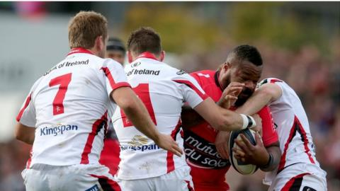Craig Gilroy and Paddy Jackson in action against powerful Toulon centre Mathieu Bastareaud