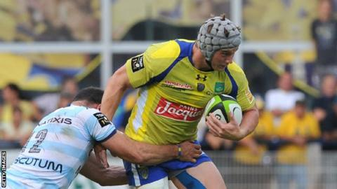 Jonathan Davies in action for Clermont