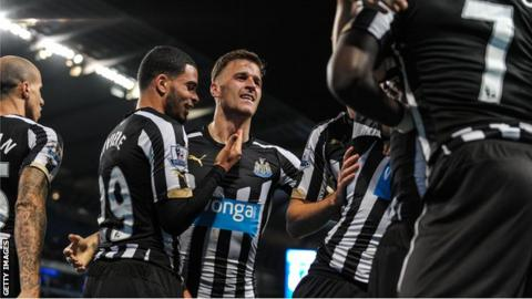 Ryan Taylor (centre) and his Newcastle team mates