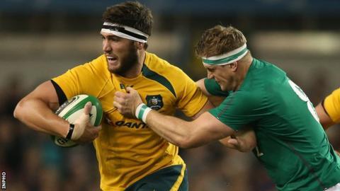 Australia's Rob Simmons and Ireland's Jamie Heaslip