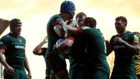Leicester Tigers celebrate a try by Harry Thacker