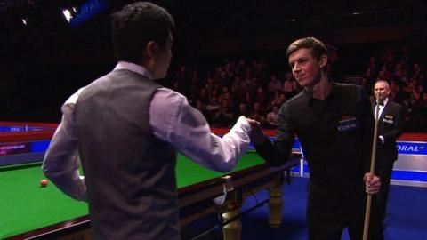 Ding Junhui congratulates James Cahill