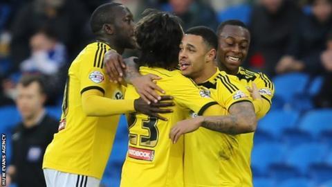 Brentford players celebrate after Jota Peleteiro Ramallo scores their third goal