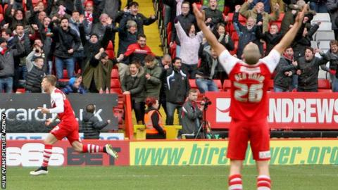Charlton's players celebrate Johann Berg Gudnmunsson's equaliser