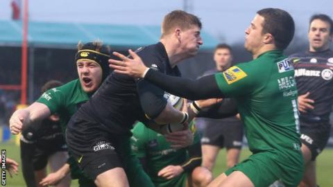 David Strettle scores his second try against London Irish