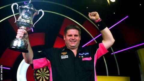 Scott Mitchell with the BDO World Championship trophy