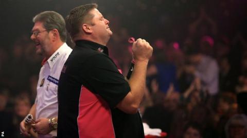 Scott Mitchell celebrates his BDO triumph