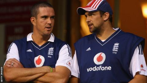 Kevin Pietersen (left) and Steve Harmison