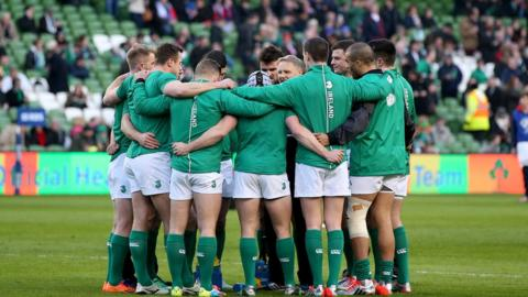 Ireland Head Coach Joe Schmidt addresses his players on the pitch before kick-off