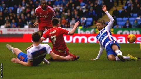 Matt Fryatt scores Nottingham Forest's second goal against Reading