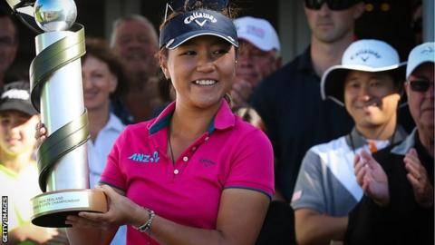 Lydia Ko with New Zealand Open trophy